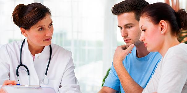 Krebstherapie Beratung mit einem Arzt zur Planung